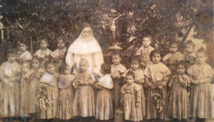 Huérfanos con Elmina
